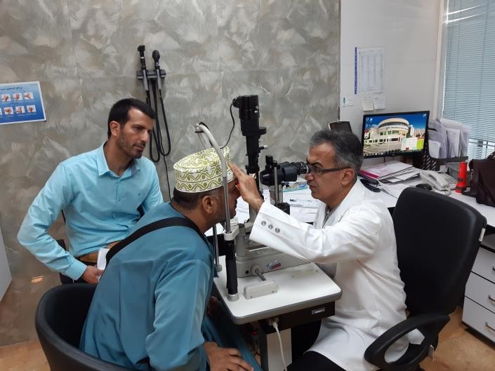 الفحص للعيون في مستشفي خدادوست - شركة المواساة للعلاج في ايران
